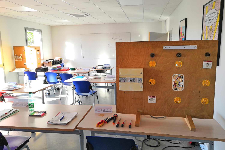 Salle de formation technique en électricité